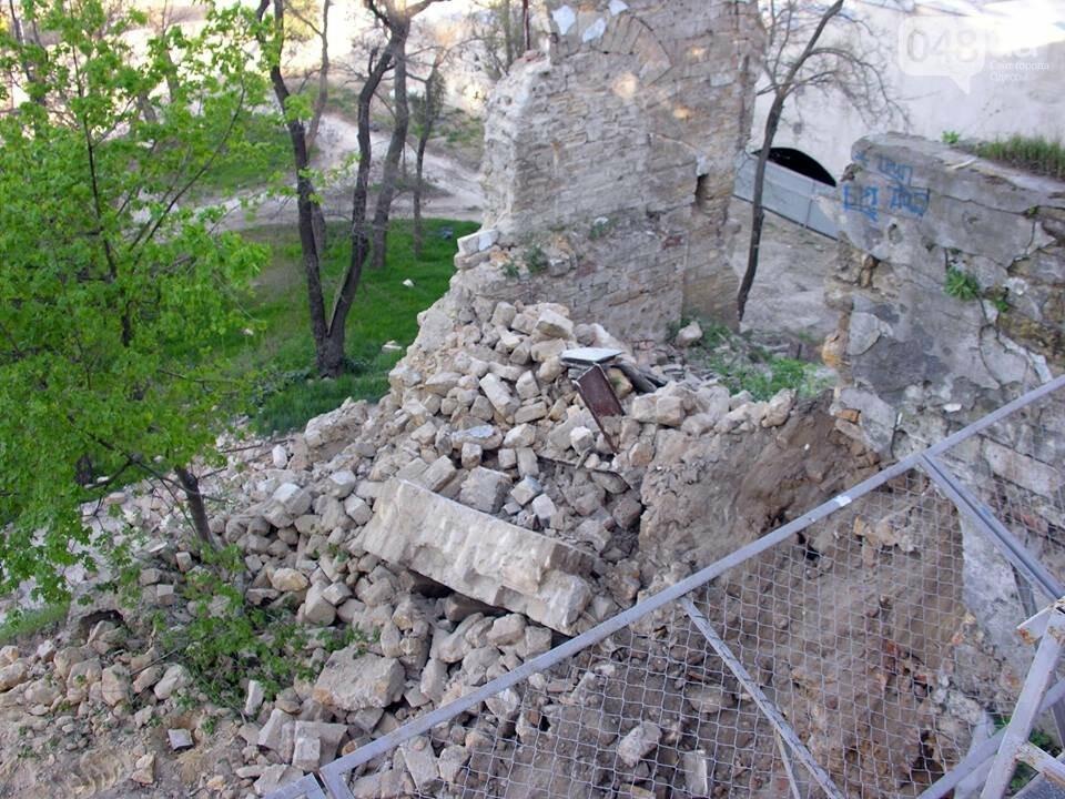 В центре Одессы демонтируют бесхозный древний ресторан (ФОТО), фото-3