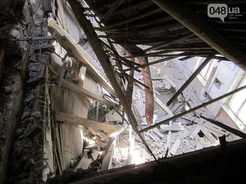 Отчаянные одесситы забрались на крышу дома Гоголя и показали настоящий треш (ФОТО), фото-1