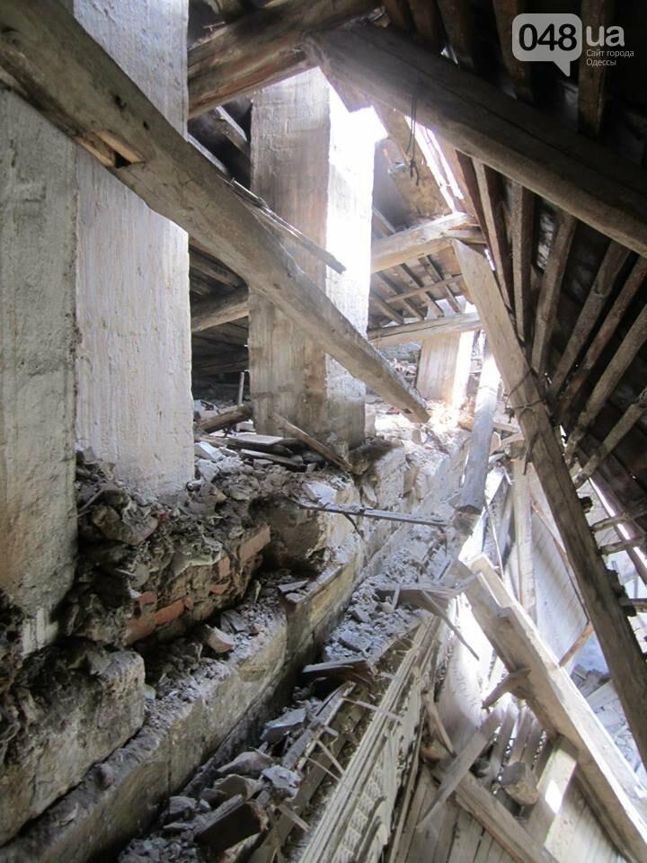 Отчаянные одесситы забрались на крышу дома Гоголя и показали настоящий треш (ФОТО), фото-2