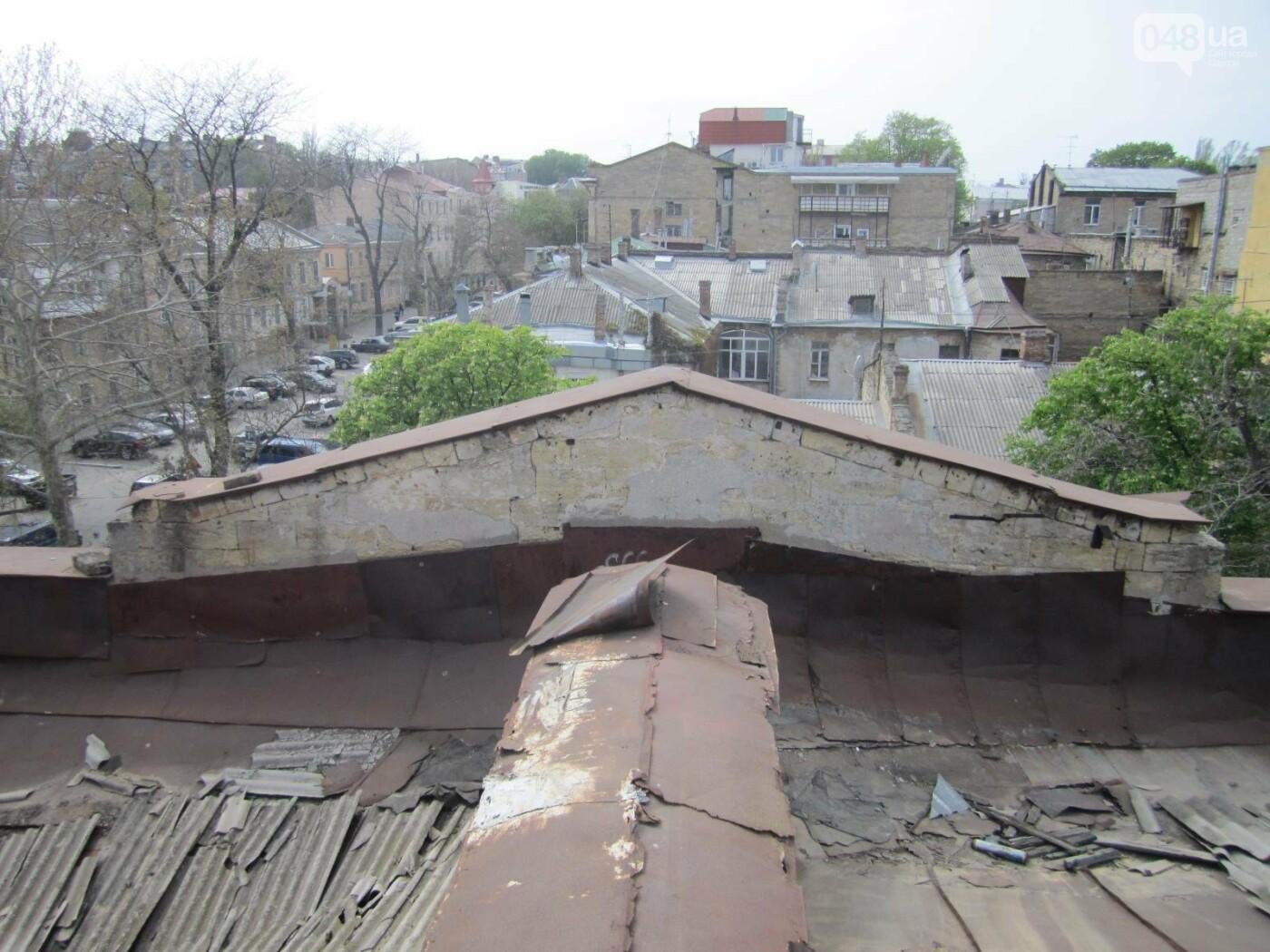 Отчаянные одесситы забрались на крышу дома Гоголя и показали настоящий треш (ФОТО), фото-14
