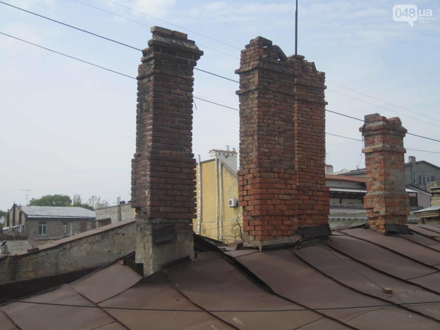 Отчаянные одесситы забрались на крышу дома Гоголя и показали настоящий треш (ФОТО), фото-9