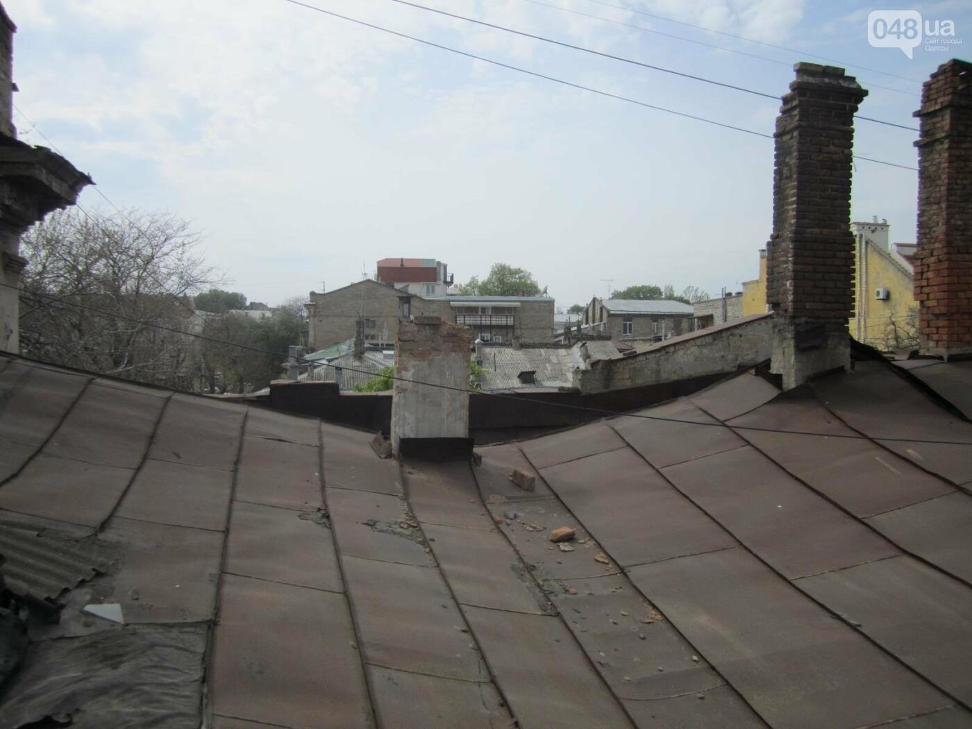 Отчаянные одесситы забрались на крышу дома Гоголя и показали настоящий треш (ФОТО), фото-10