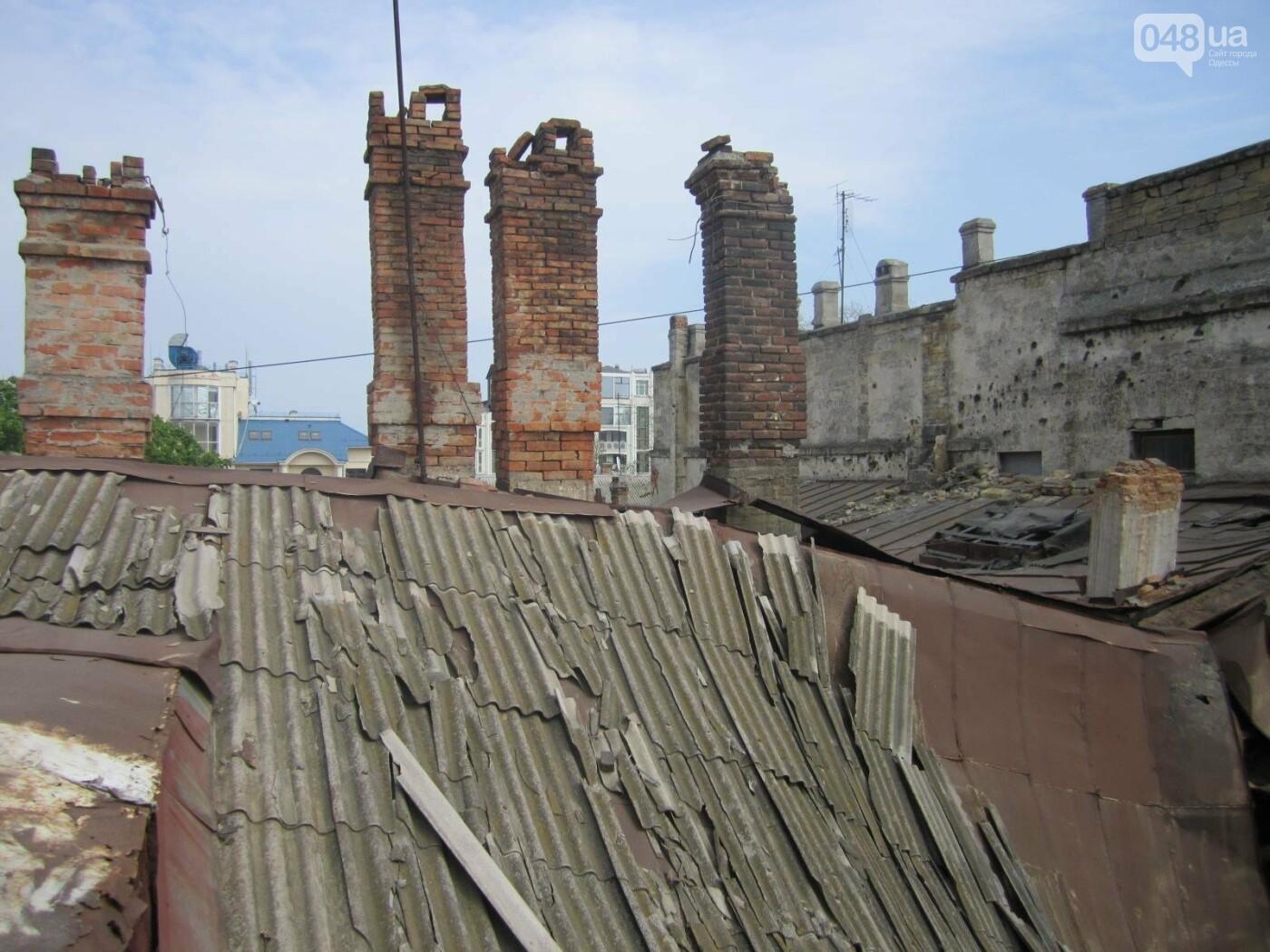 Отчаянные одесситы забрались на крышу дома Гоголя и показали настоящий треш (ФОТО), фото-13
