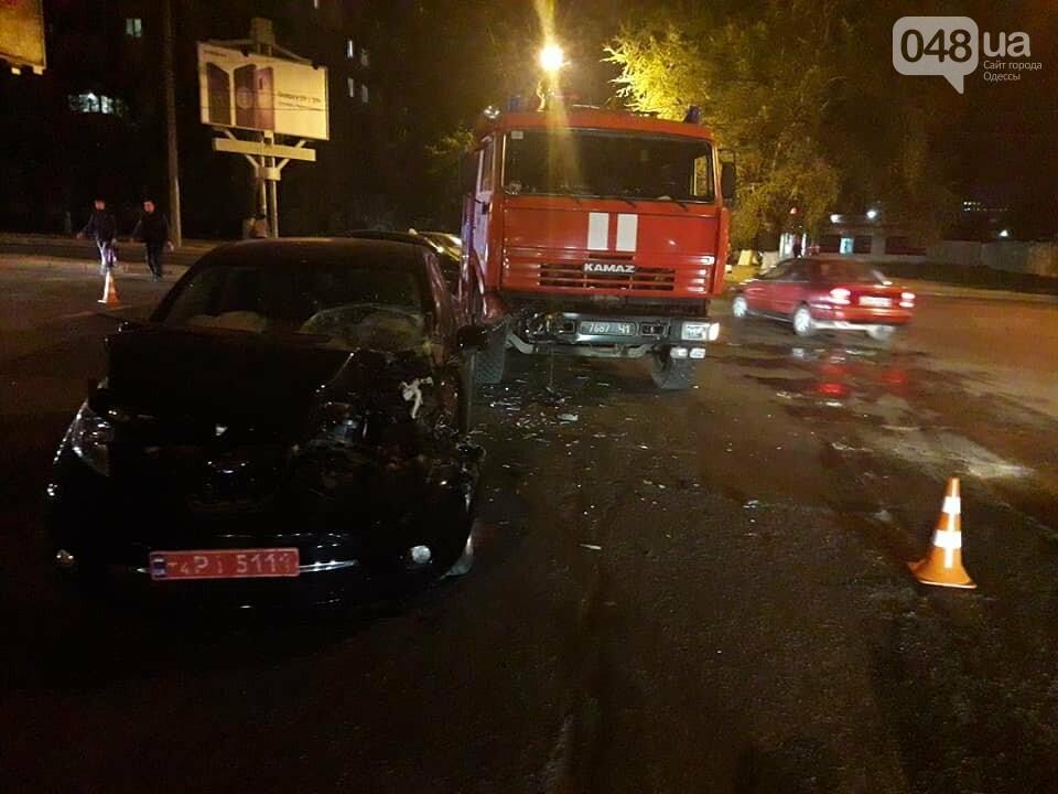 В Одессе пожарная машина протаранила электромобиль: Смотри, что получилось (ФОТО), фото-1