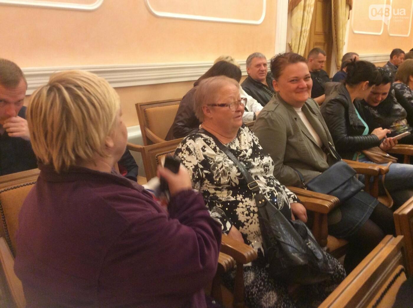 Массовка из «Трухановских бабушек» прибыла в мэрию в 8 утра: в горсовете сессия (ФОТО, ВИДЕО) , фото-5