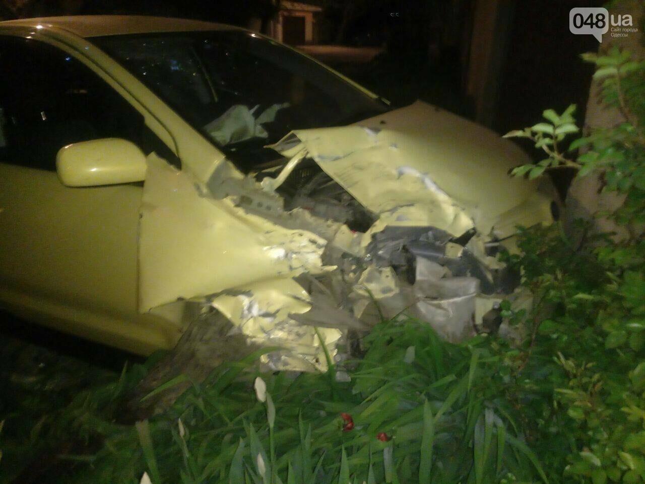 В Одесе угнанное с СТО авто попало в разрушительную аварию (ФОТО), фото-2