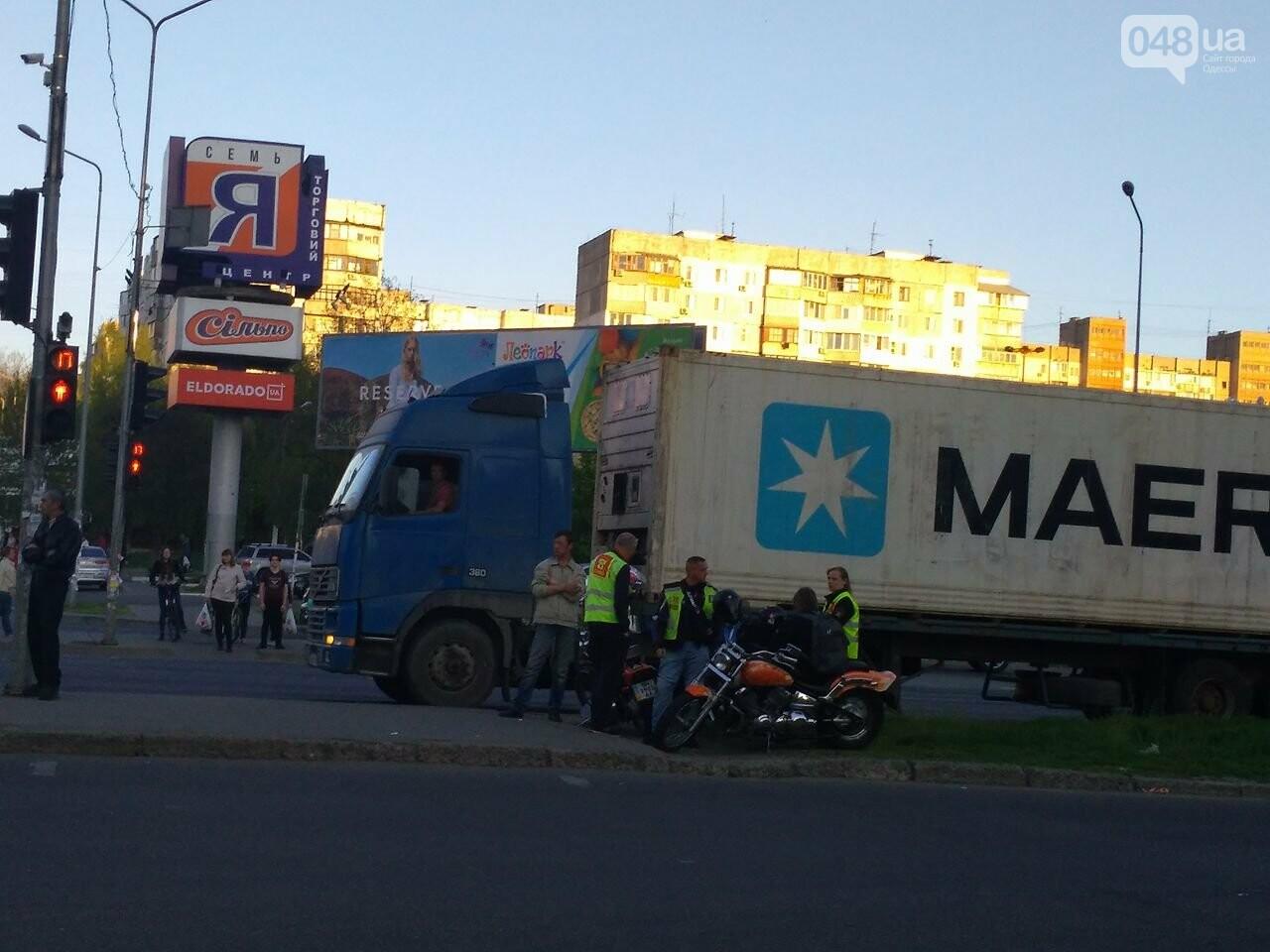 На Котовского одесский мопедист попал под колеса микроавтобуса (ФОТО), фото-4