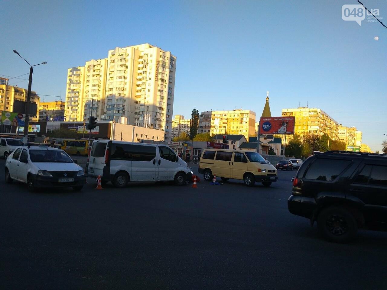 На Котовского одесский мопедист попал под колеса микроавтобуса (ФОТО), фото-5
