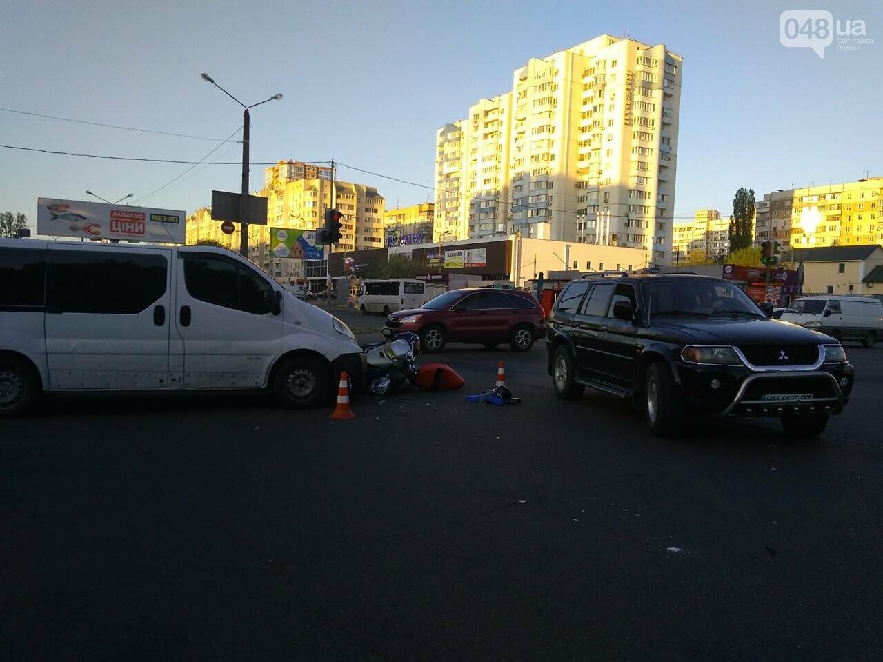 На Котовского одесский мопедист попал под колеса микроавтобуса (ФОТО), фото-6