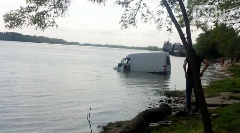 В Одесской области в реку съехал микроавтобус (ФОТО), фото-1