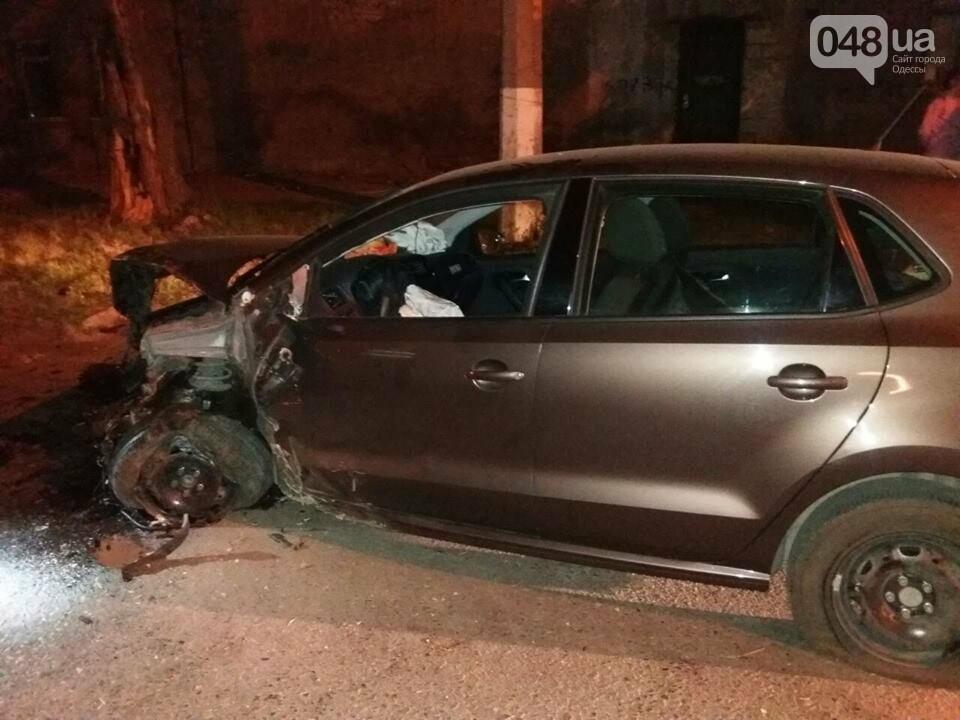 Здравствуй, столб: В Одессе водитель иномарки не справился с управлением (ФОТО) , фото-1