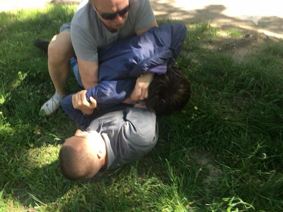 Напал возле дома и стрелял в затылок: Стерненко задержал напавшего на него злоумышленника (ФОТО, ВИДЕО) , фото-1