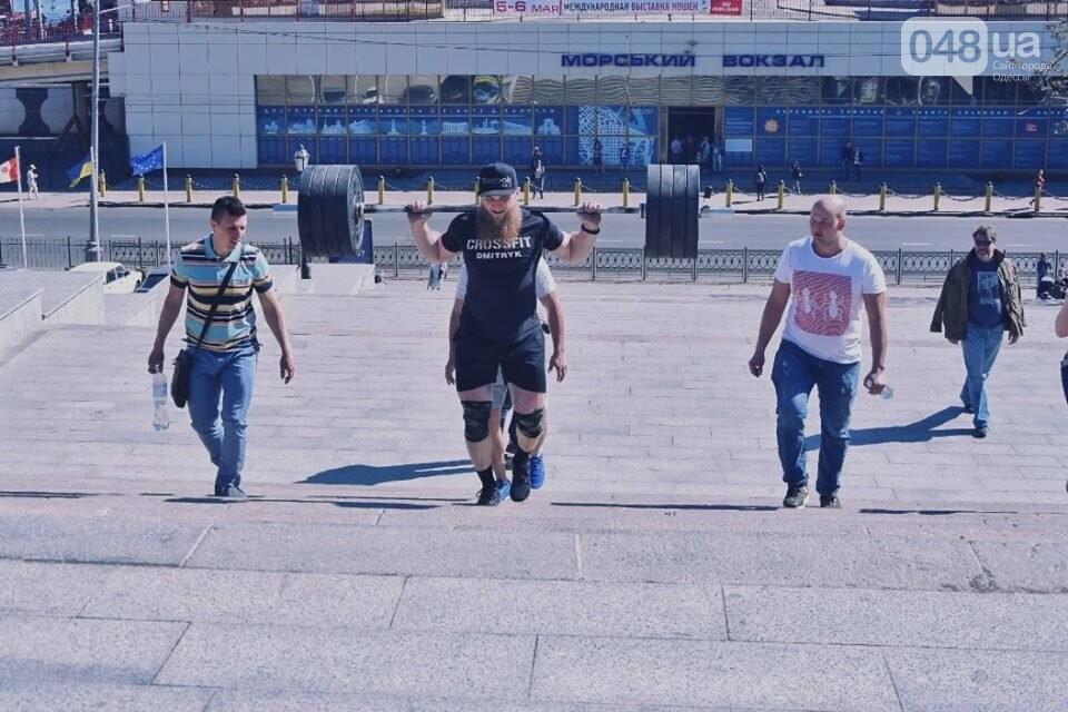Пара одесских спортсменов поднялась по Потемкинской лестнице со штангами ради популяризации спорта (ФОТО) , фото-2