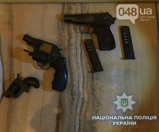 В Одессе хулиганы обстреляли проезжающие мимо автомобили (ФОТО), фото-1