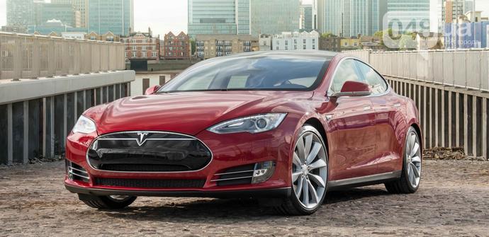 Семья одесского таможенника за два года купила три электрокара Tesla, фото-1