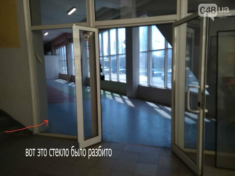 В одесском супермаркете мальчик врезался в стеклянную дверь: осколок впился в глаз, - ФОТО, фото-3