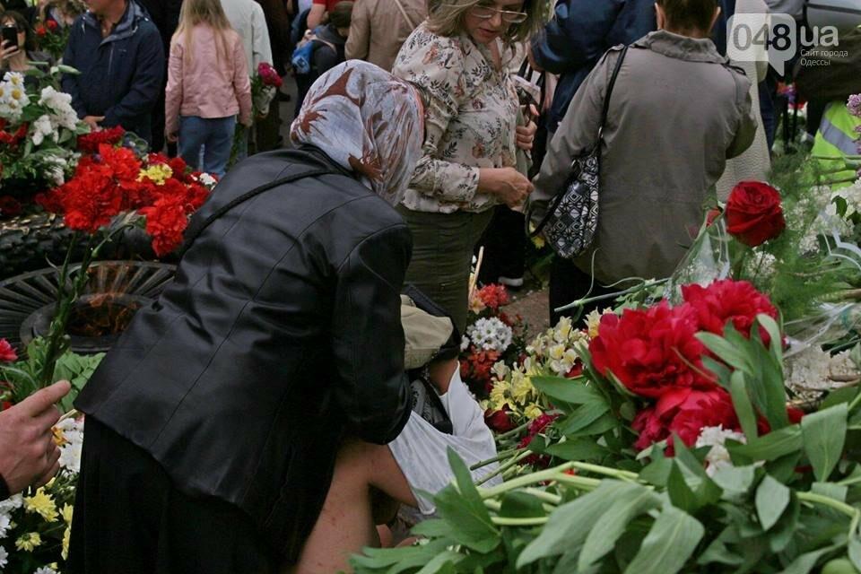 """Участница """"Бессмертного полка"""" на Аллее Славы  в Одессе разделась догола, - ФОТО, фото-4"""