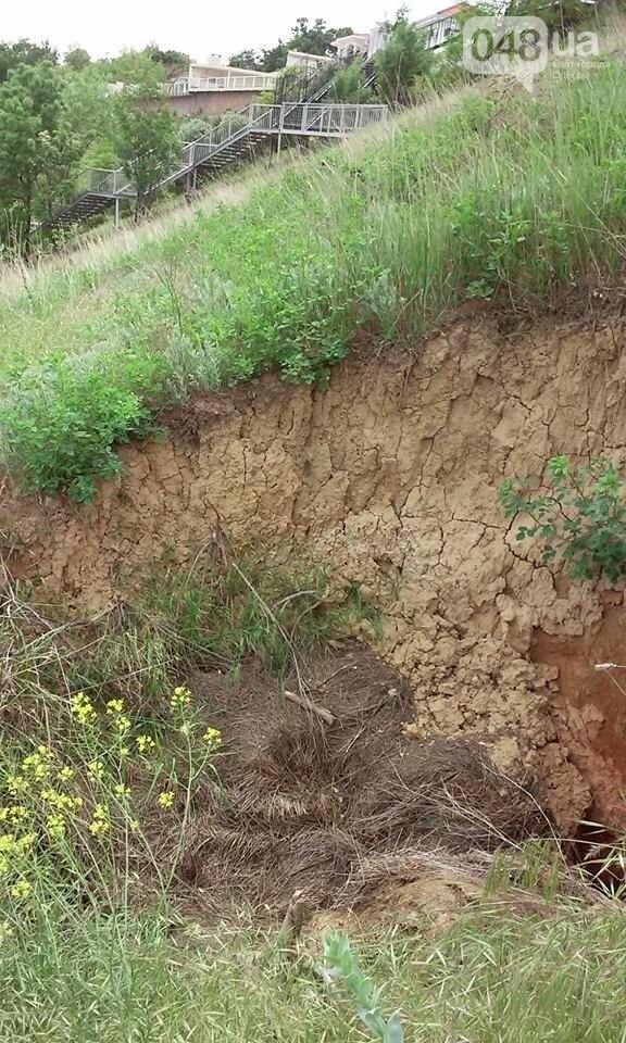 На Большом Фонтане в Одессе стала проваливаться земля, - ФОТО, фото-2
