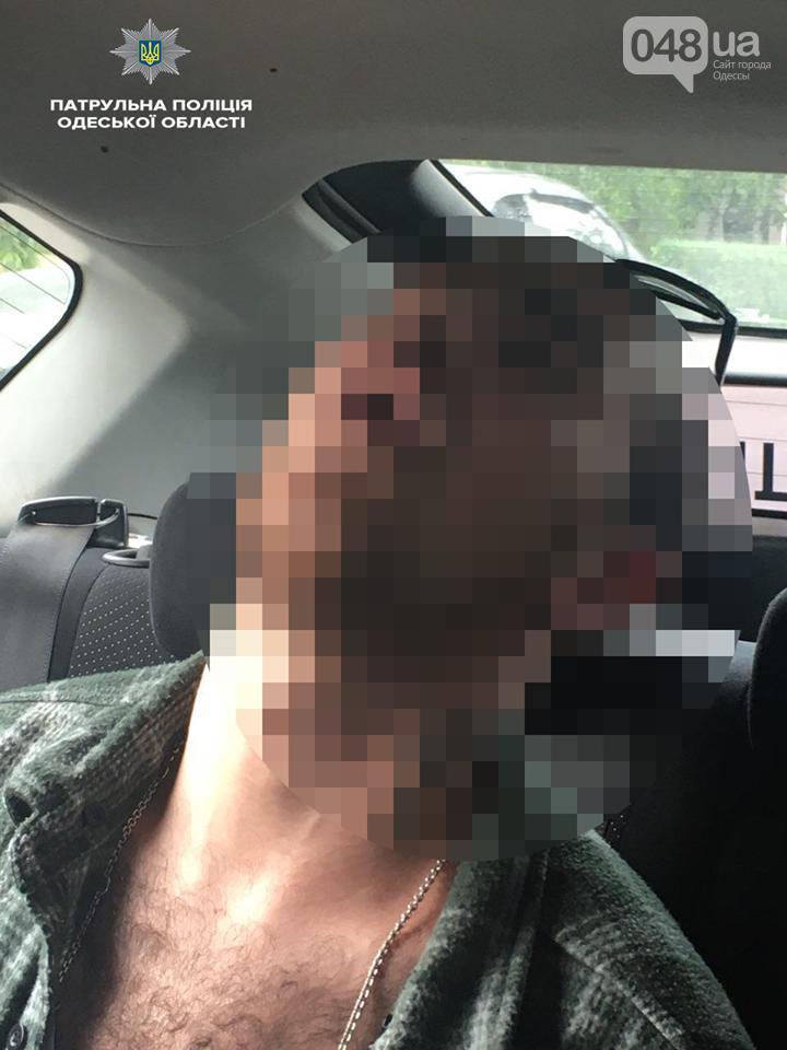 В Одессе пьяный на Мерседесе врезался в остановку, - ФОТО, фото-1