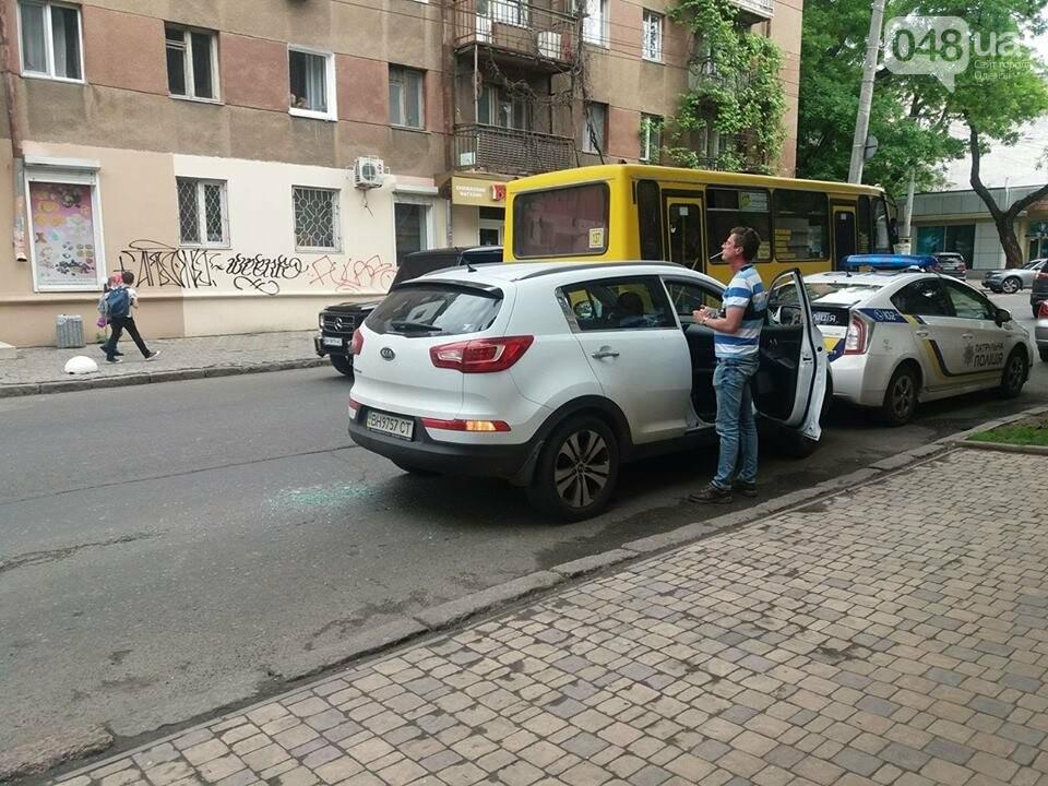 В Одессе четверо в балаклавах ограбили автомобиль и похитили сумку с деньгами, - ФОТО, ОБНОВЛЕНО, фото-2