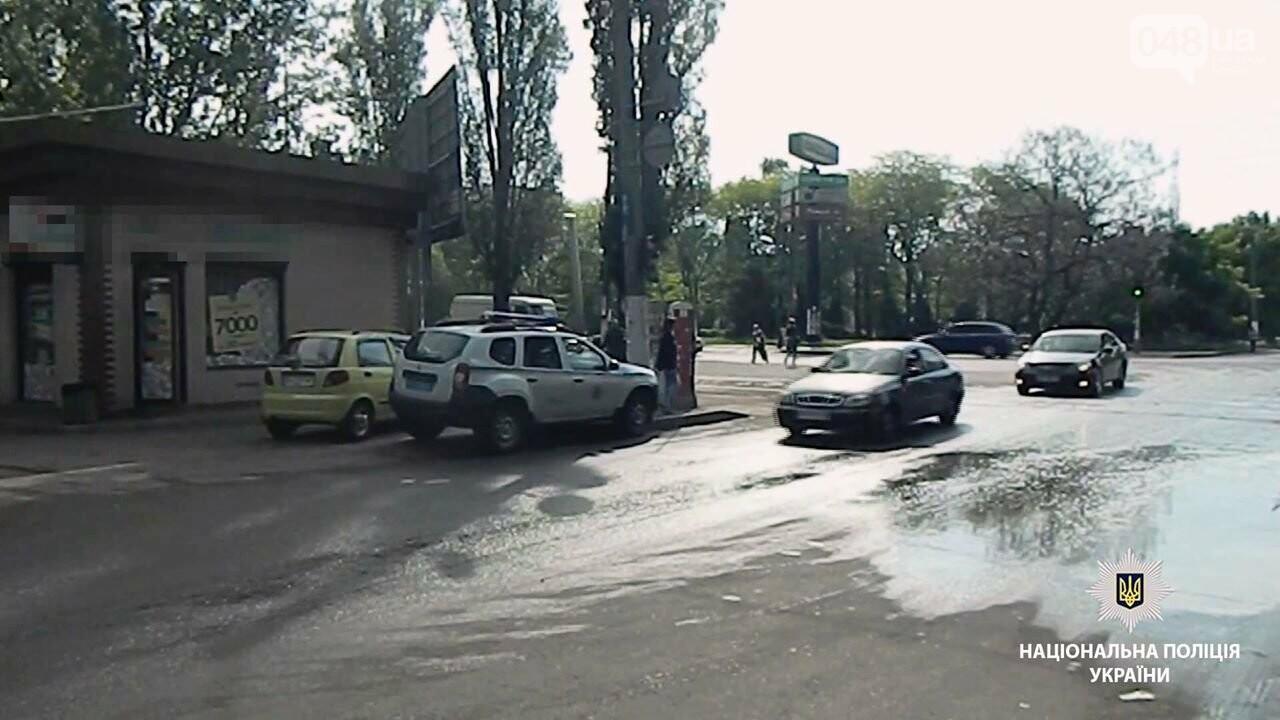В Одессе на Котовского мужчина с игрушечным пистолетом ограбил ломбард, - ВИДЕО, фото-1