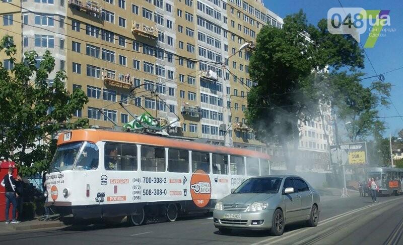 На одесском Фонтане задымился трамвай, - ФОТО, фото-1