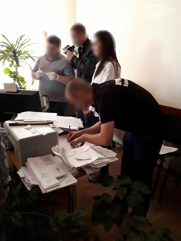Одесский бизнесмен поквитался с зарвавшимся налоговым инспектором, - ФОТО, фото-1
