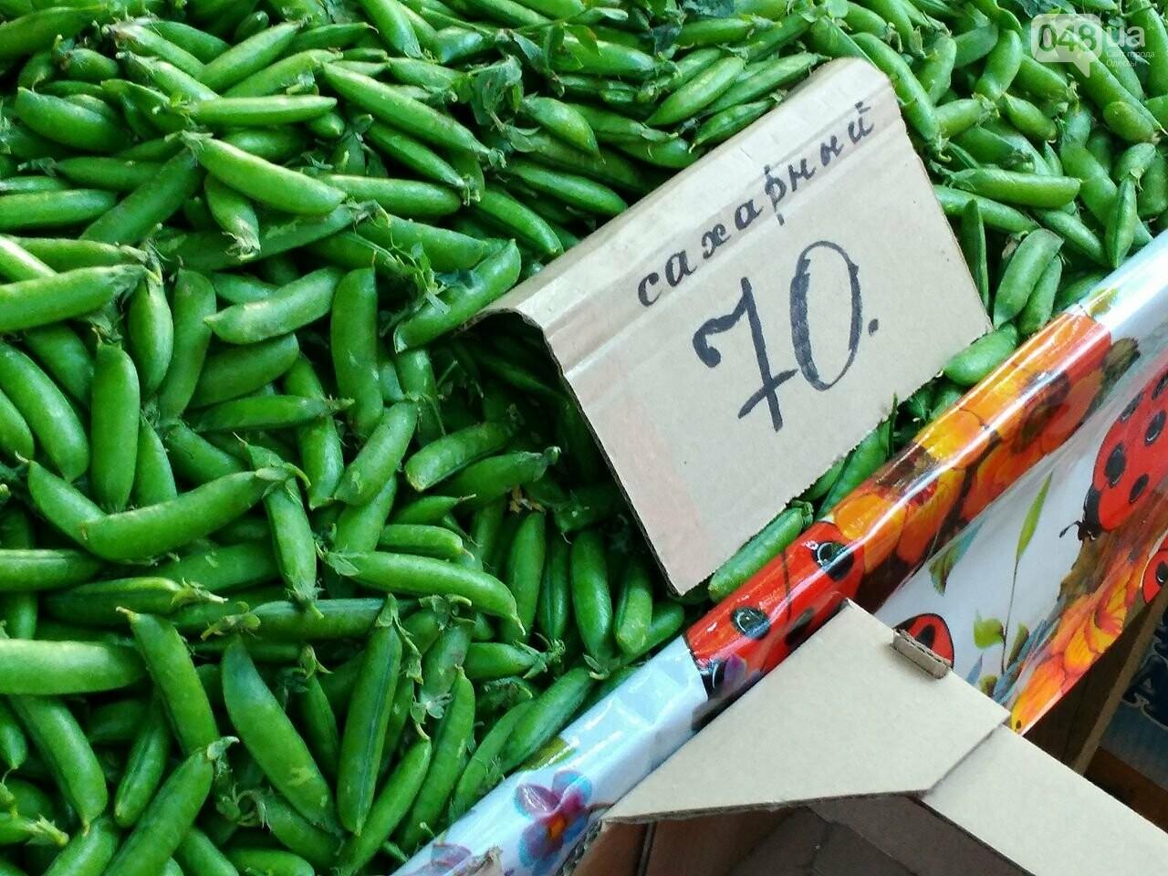 На одесских рынках появились зеленый горошек и черешня, а цена на клубнику упала, - ФОТО, фото-1