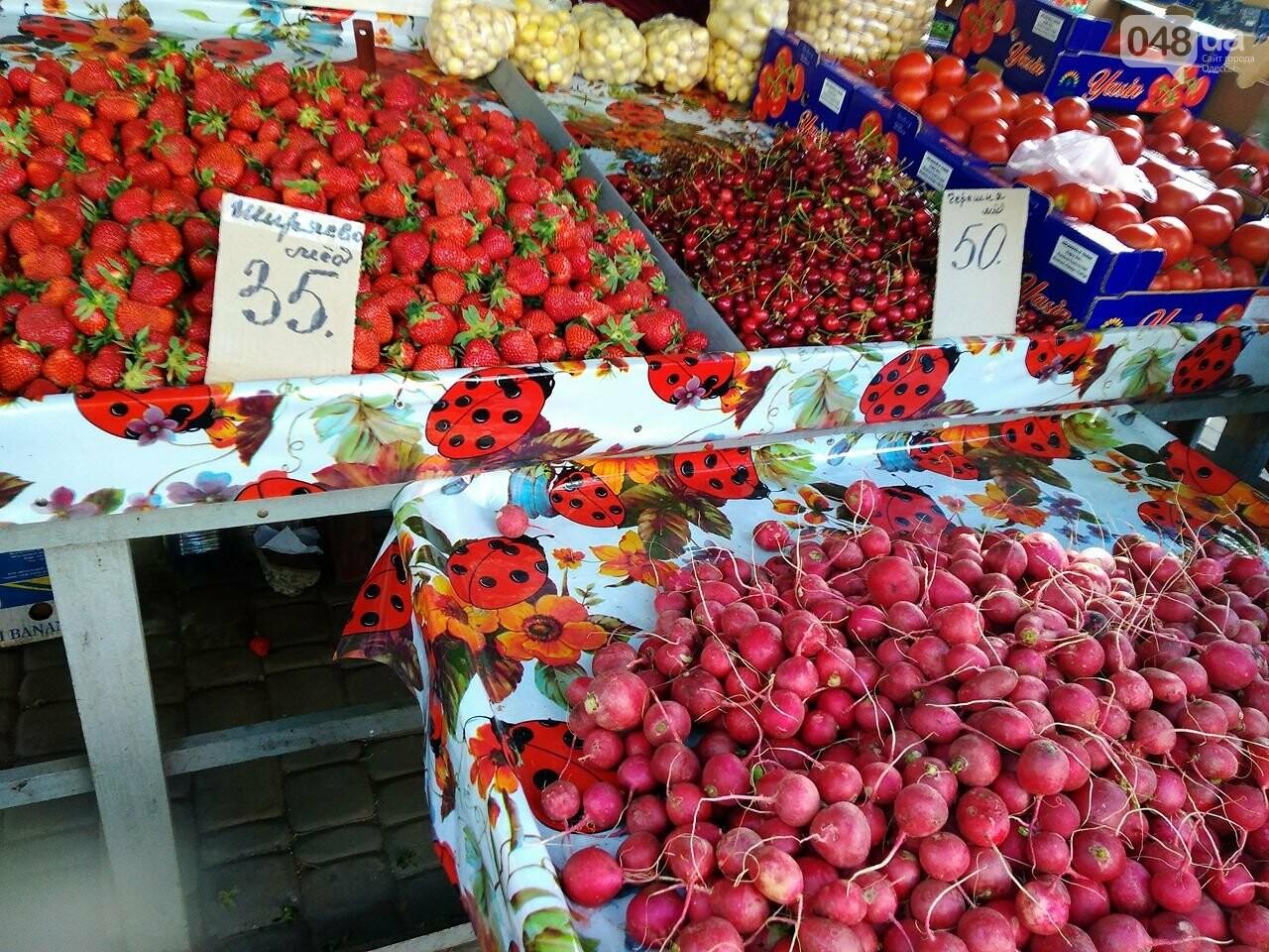 На одесских рынках появились зеленый горошек и черешня, а цена на клубнику упала, - ФОТО, фото-2