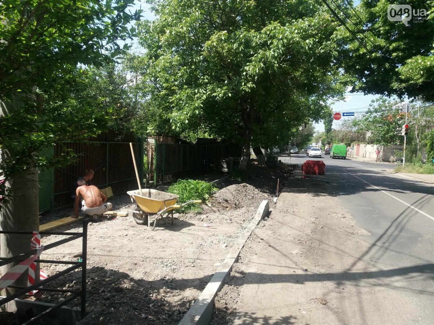 Шла третья неделя курортного сезона: В Одессе перекопали улицу, ведущую к морю, - ФОТО, ВИДЕО, фото-13