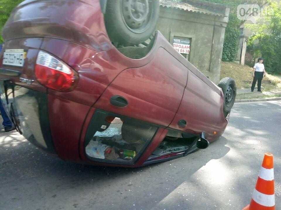 В Одессе перевернулся ДЭУ-Матиз: пострадала пассажирка, - ФОТО, фото-1