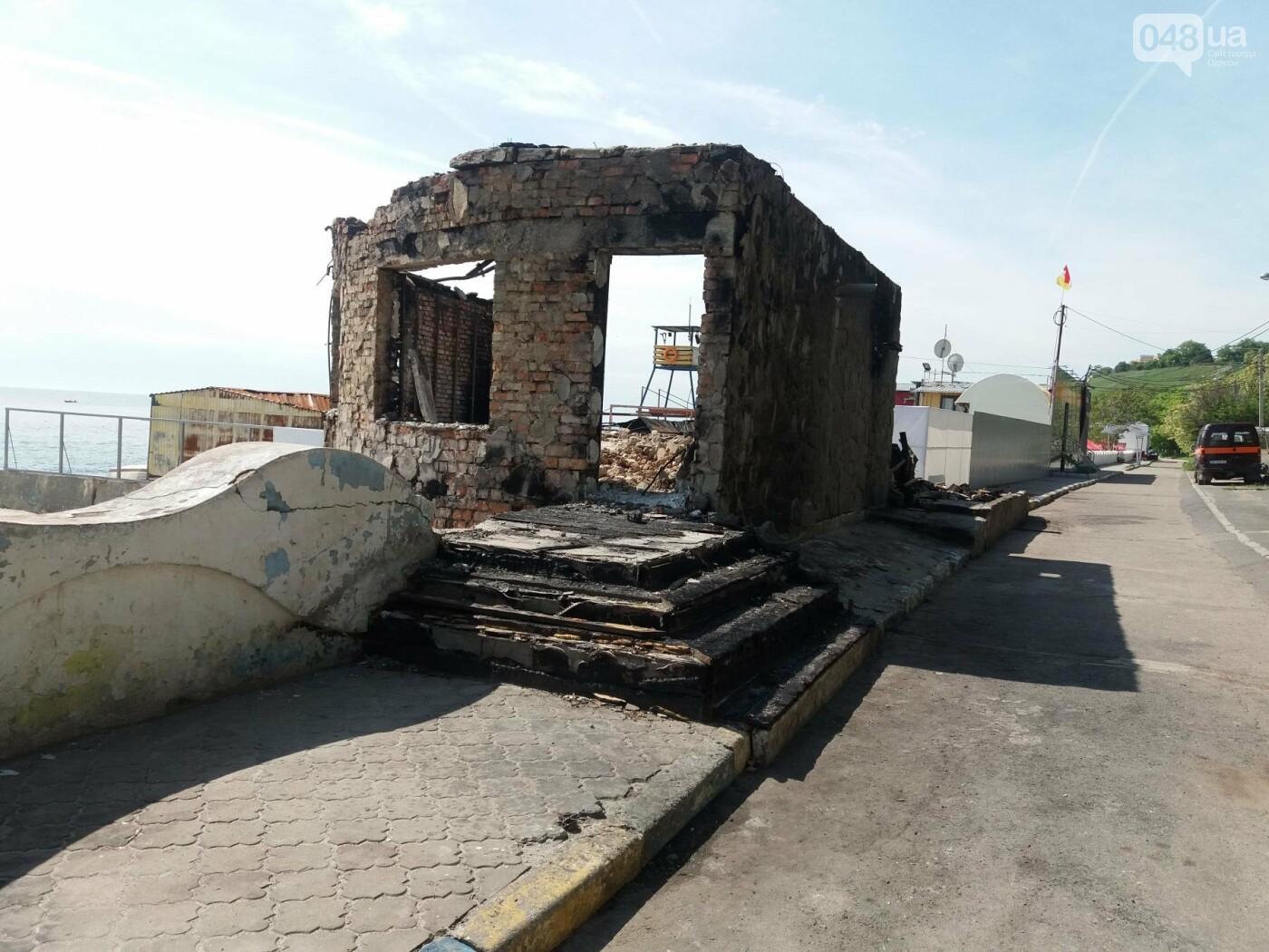 Останки сгоревшего на одесском пляже ресторана не спешат убирать, - ФОТО, фото-2