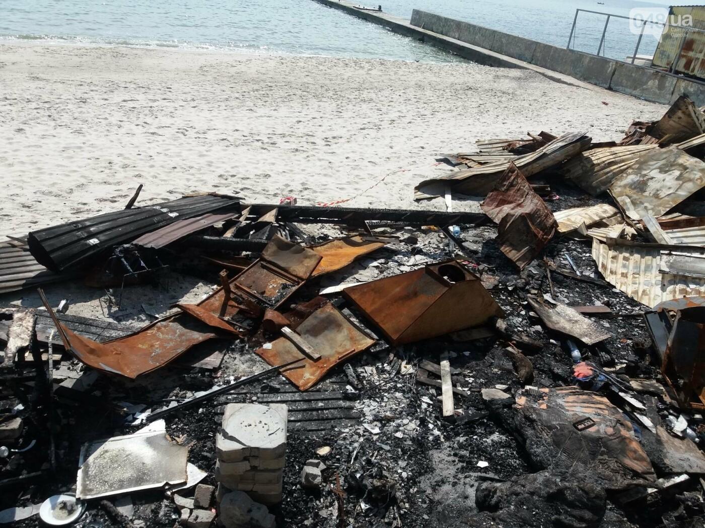 Останки сгоревшего на одесском пляже ресторана не спешат убирать, - ФОТО, фото-8