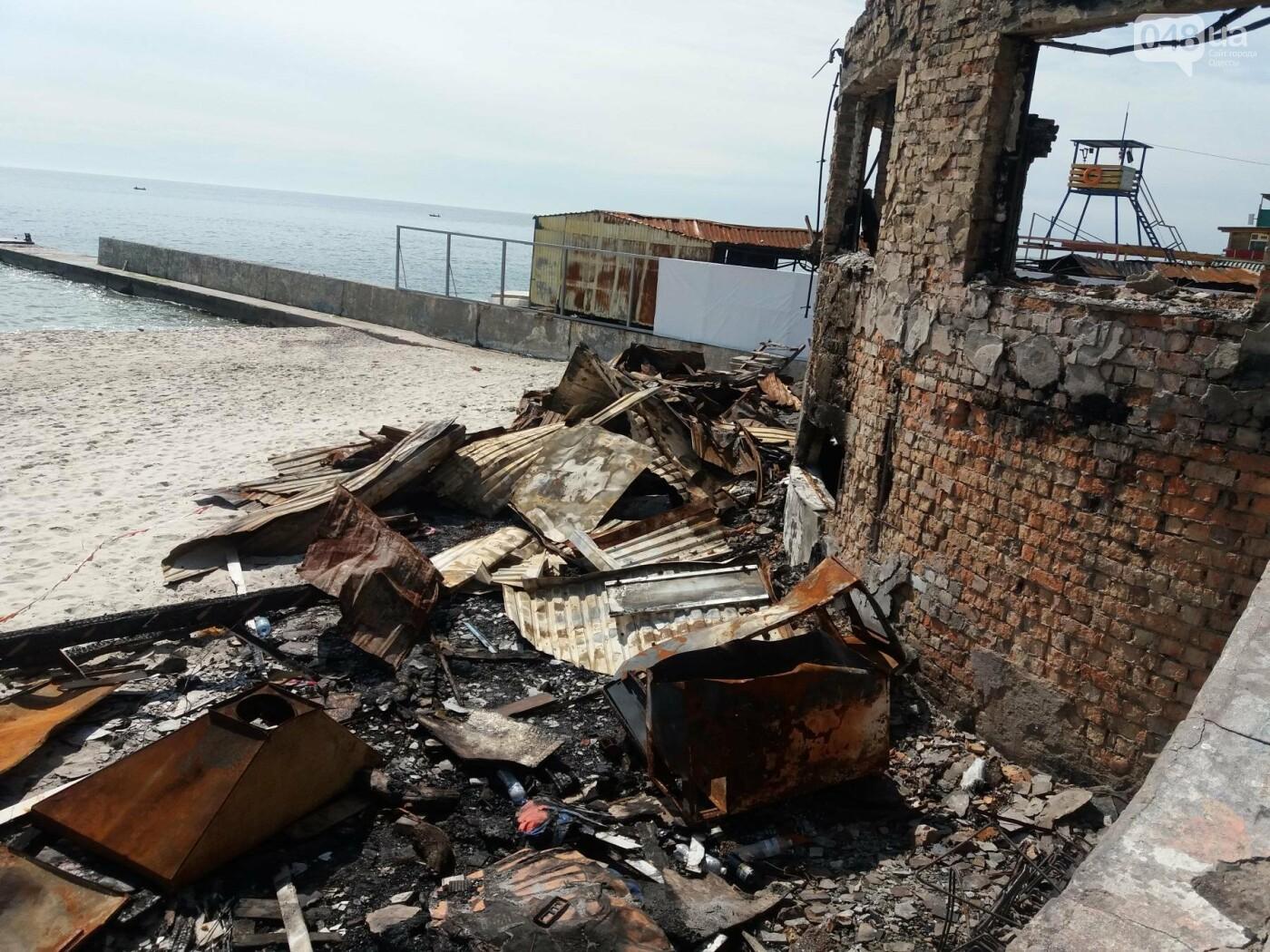 Останки сгоревшего на одесском пляже ресторана не спешат убирать, - ФОТО, фото-4