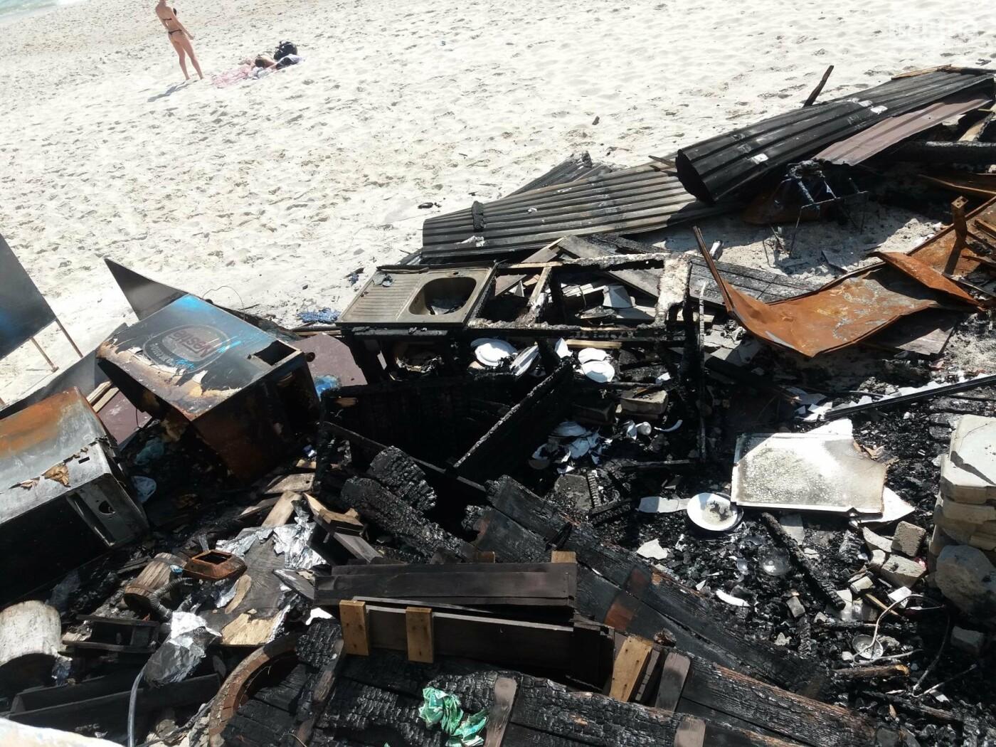 Останки сгоревшего на одесском пляже ресторана не спешат убирать, - ФОТО, фото-5