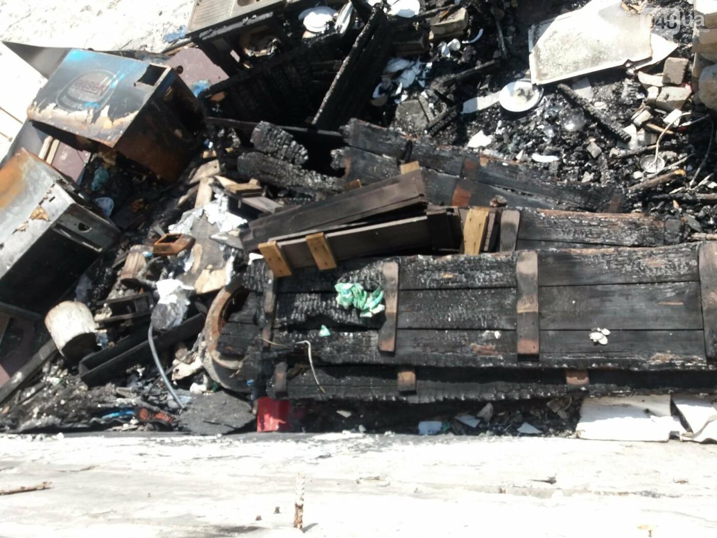 Останки сгоревшего на одесском пляже ресторана не спешат убирать, - ФОТО, фото-1