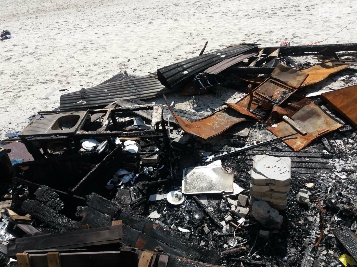 Останки сгоревшего на одесском пляже ресторана не спешат убирать, - ФОТО, фото-6