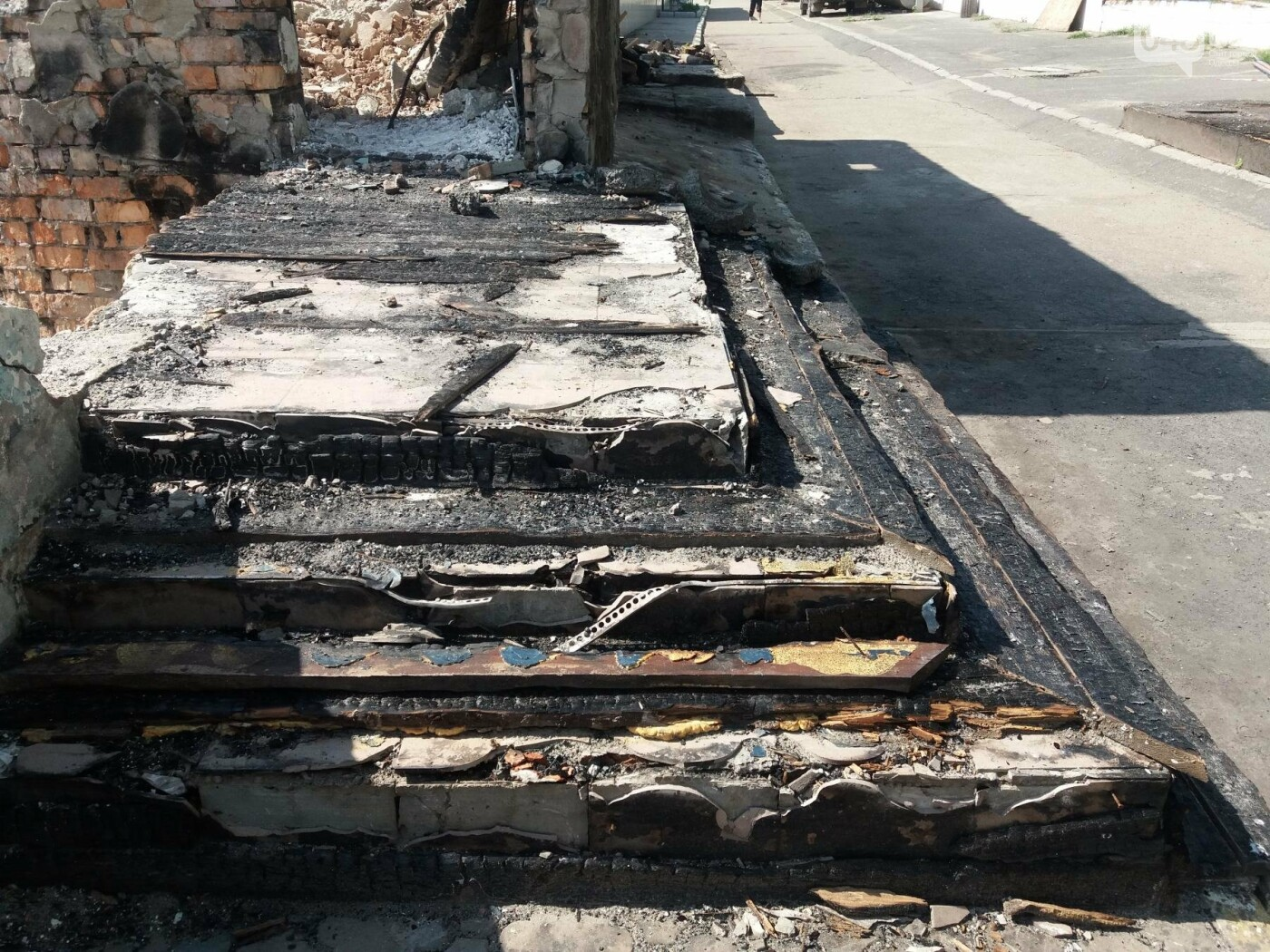 Останки сгоревшего на одесском пляже ресторана не спешат убирать, - ФОТО, фото-9