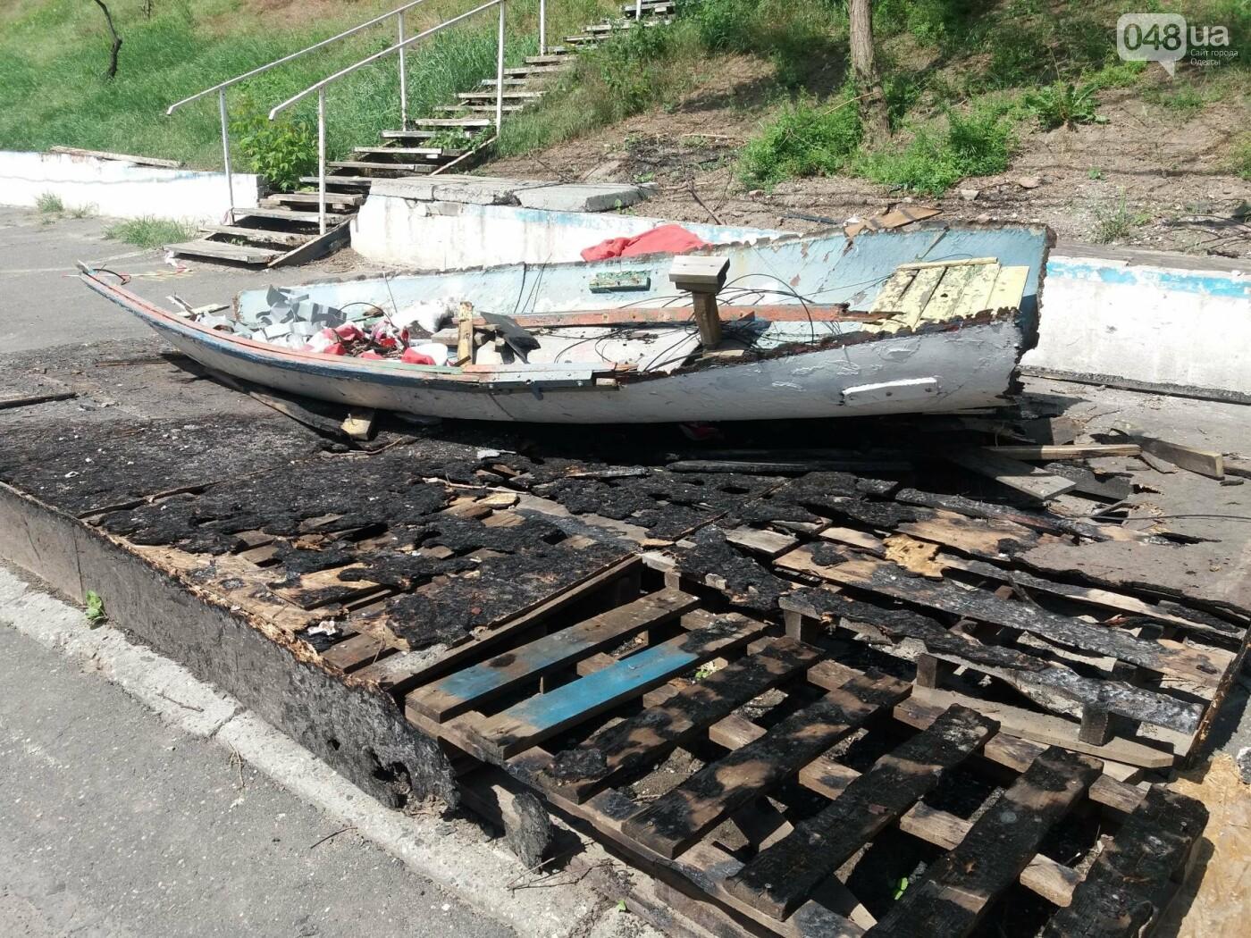 Останки сгоревшего на одесском пляже ресторана не спешат убирать, - ФОТО, фото-11