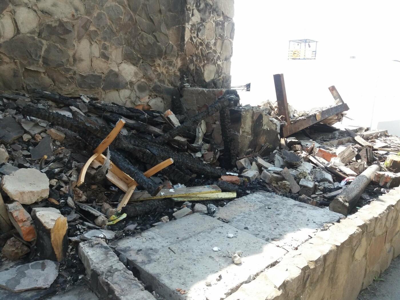 Останки сгоревшего на одесском пляже ресторана не спешат убирать, - ФОТО, фото-3
