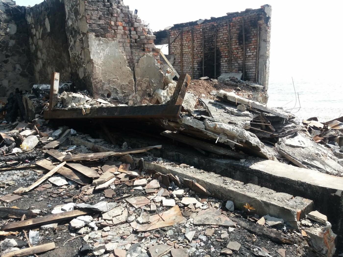 Останки сгоревшего на одесском пляже ресторана не спешат убирать, - ФОТО, фото-7