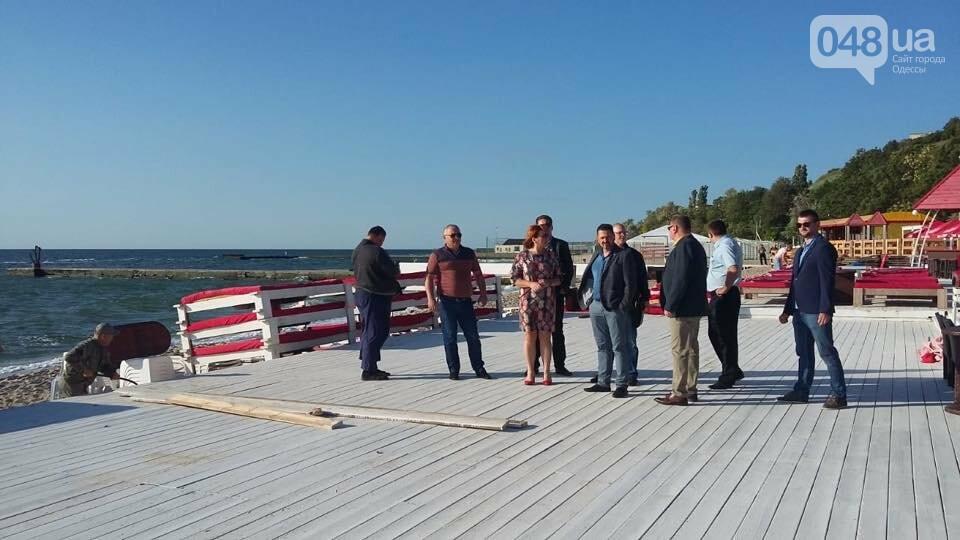В Одессе демонтировали пафосный пляжный комплекс на берегу моря, - ФОТО, фото-2