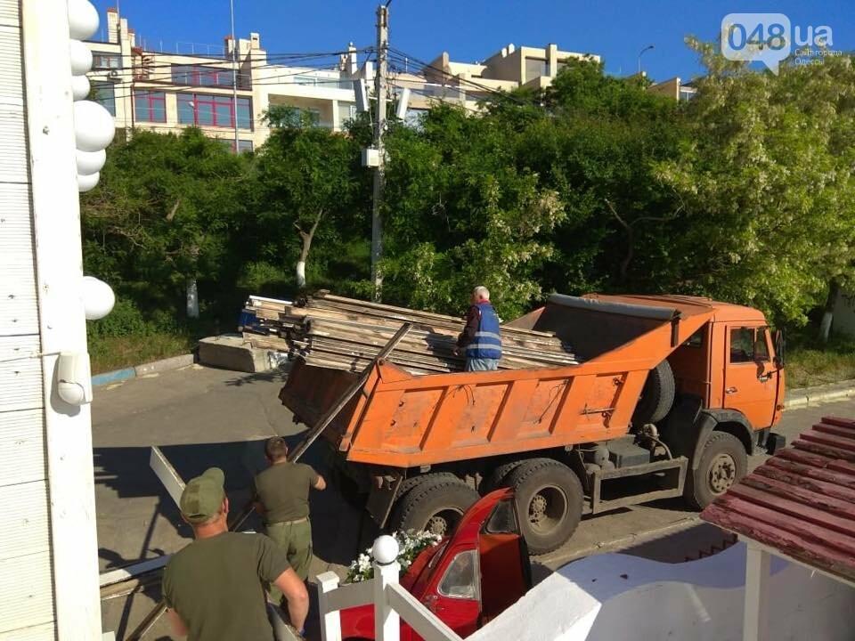 В Одессе демонтировали пафосный пляжный комплекс на берегу моря, - ФОТО, фото-4