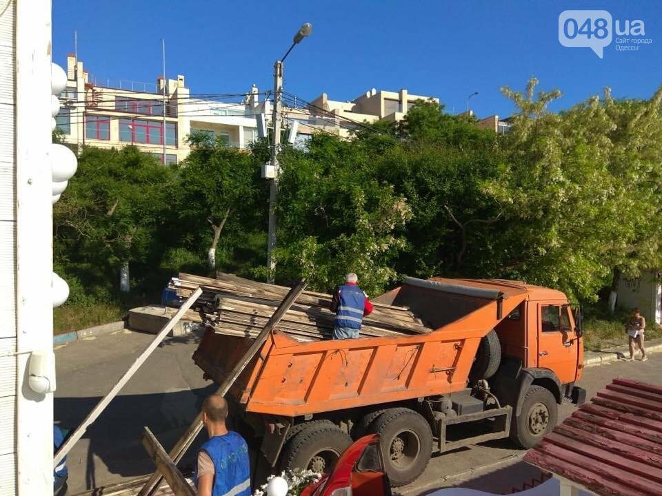 В Одессе демонтировали пафосный пляжный комплекс на берегу моря, - ФОТО, фото-5