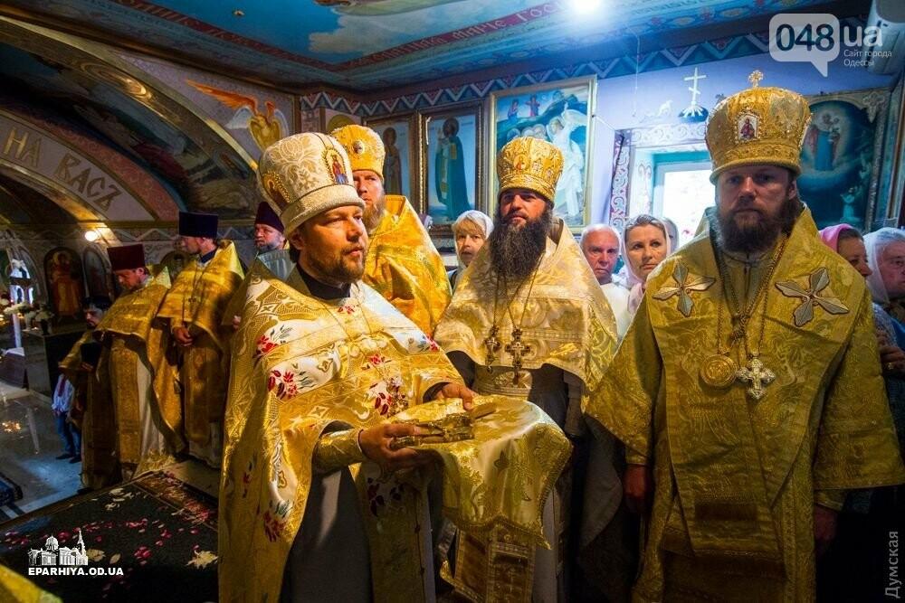 Пьяный одесский священник врезался в столб и сбежал с места аварии, - ФОТО, фото-1