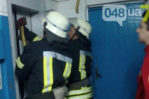 В Одессе на Таирова в высотке рухнул лифт со взрослыми и ребенком, фото-1