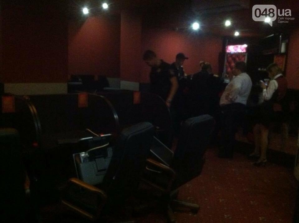 В центре Одессы группа в балаклавах разгромила три лотомаркета, - ФОТО, фото-2