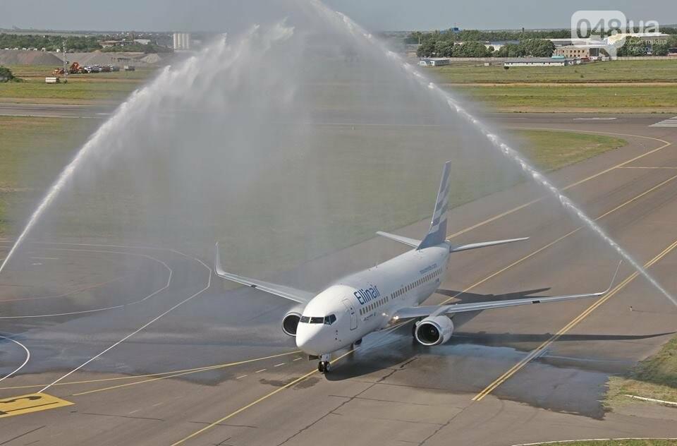 Греческому самолету в Одессе устроили холодный душ, - ФОТО, фото-1