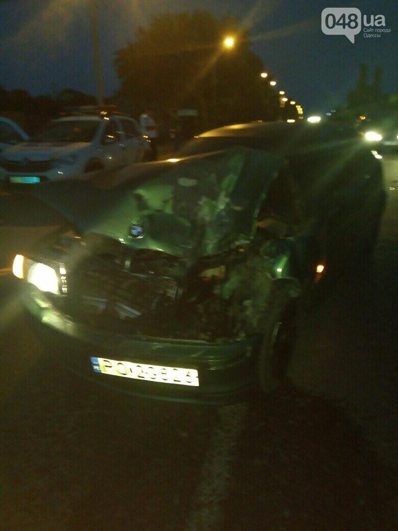 Под Одессой BMW на бляхах повалил микроавтобус, - ФОТО, фото-1