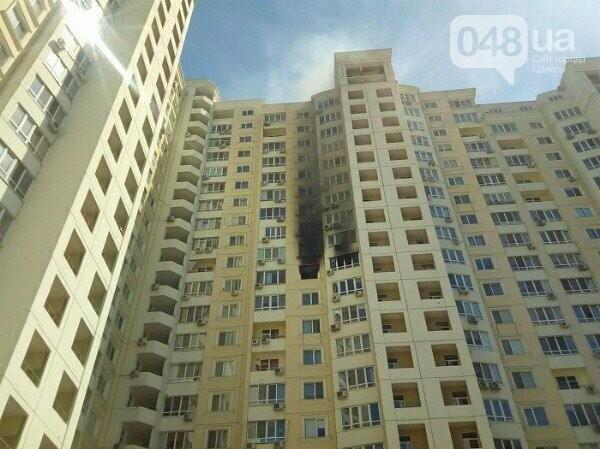 В Одессе горит квартира на углу Говорова и Армейской, - ФОТО, фото-1